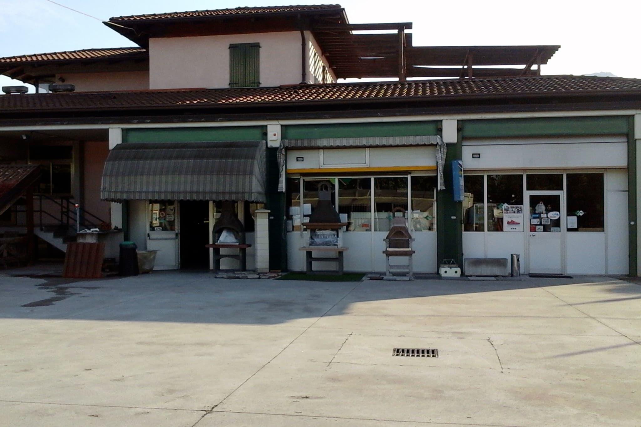 esterni-Enzo-Omodei-vendita-ceramiche-e-materiali-edili-a-Brescia